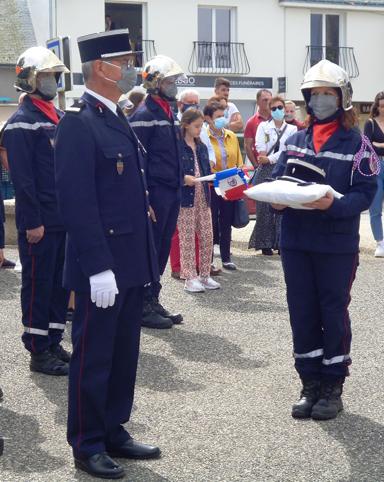 Le Commandant (honoraire) Le Dorze reçoit ses galons